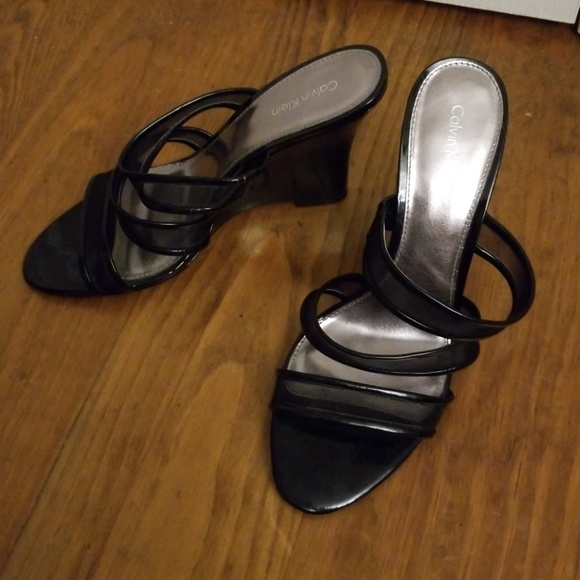 Calvin Klein Shoes - 💐Black slip on wedge shoes 💚